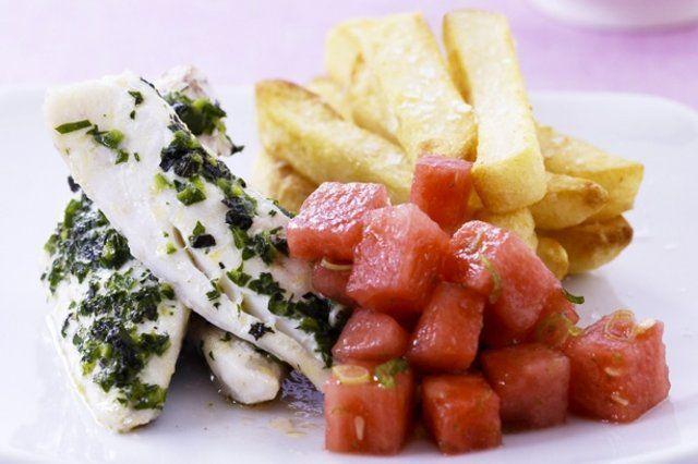 Peixe com melancia e batatas