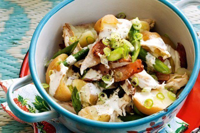 salada de batata esmagada e frango com molho de maionese