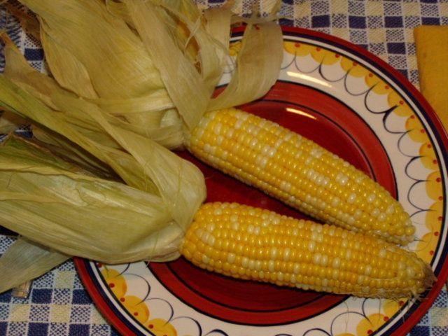 Espiga de milho assada no forno