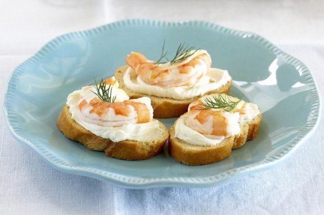 Canapés de camarão e cream cheese