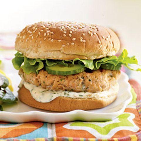 Hambúrguer de salmão com coentro