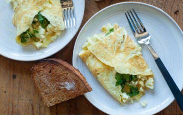 Omelete de couve-flor salsa e cheddar