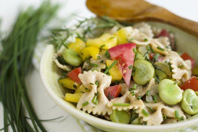 Salada de macarrão com adamame