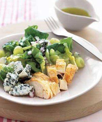 Salada de frango com uvas e gorgonzola