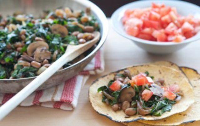 Tacos com cogumelos e cebola