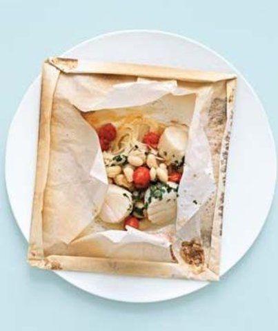 Envelopes de vieiras com tomate e feijão