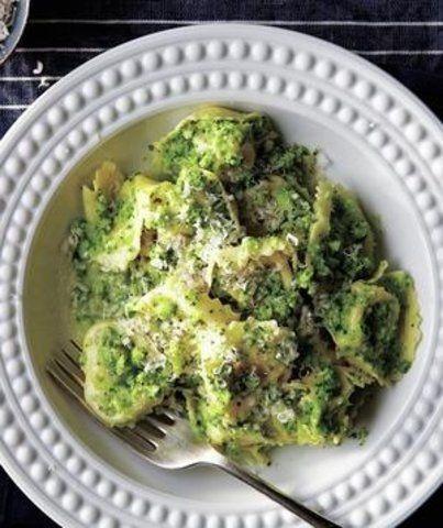 Tortellini com pesto de brócolis