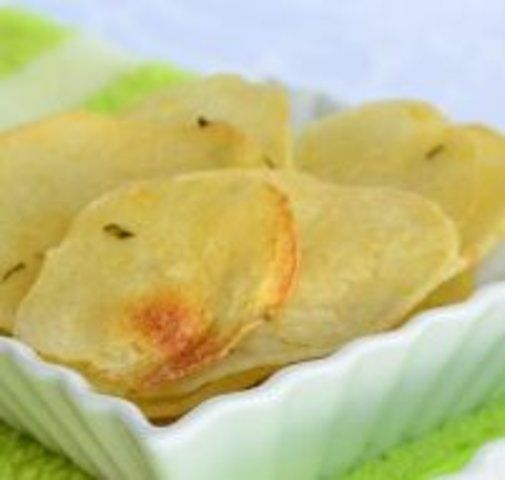 Chips assados de inhame com ervas