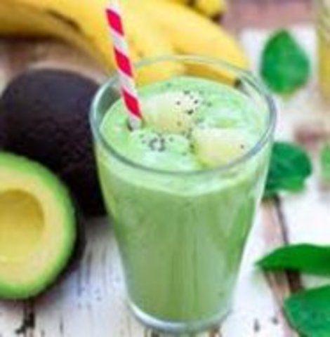 Vitamina de abacate com banana e aveia