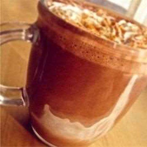 Chocolate quente com creme de leite e canela
