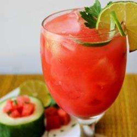 Suco de melancia, pepino e limão