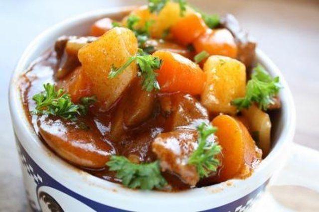 Ensopado de carne e legumes