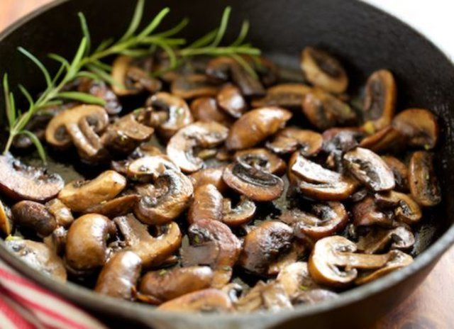 Cogumelos salteados